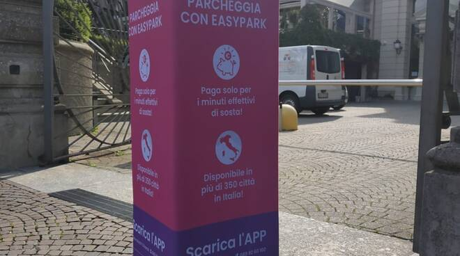 presentata nuova app per parcheggio a como pagamento con csu