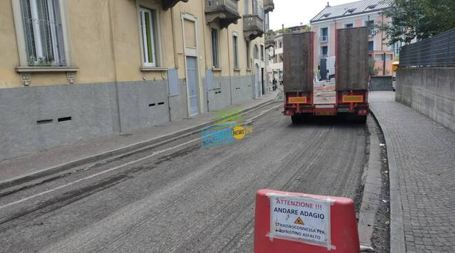 protesta dei commercianti di via carloni a como per strada chiusa per 10 giorni