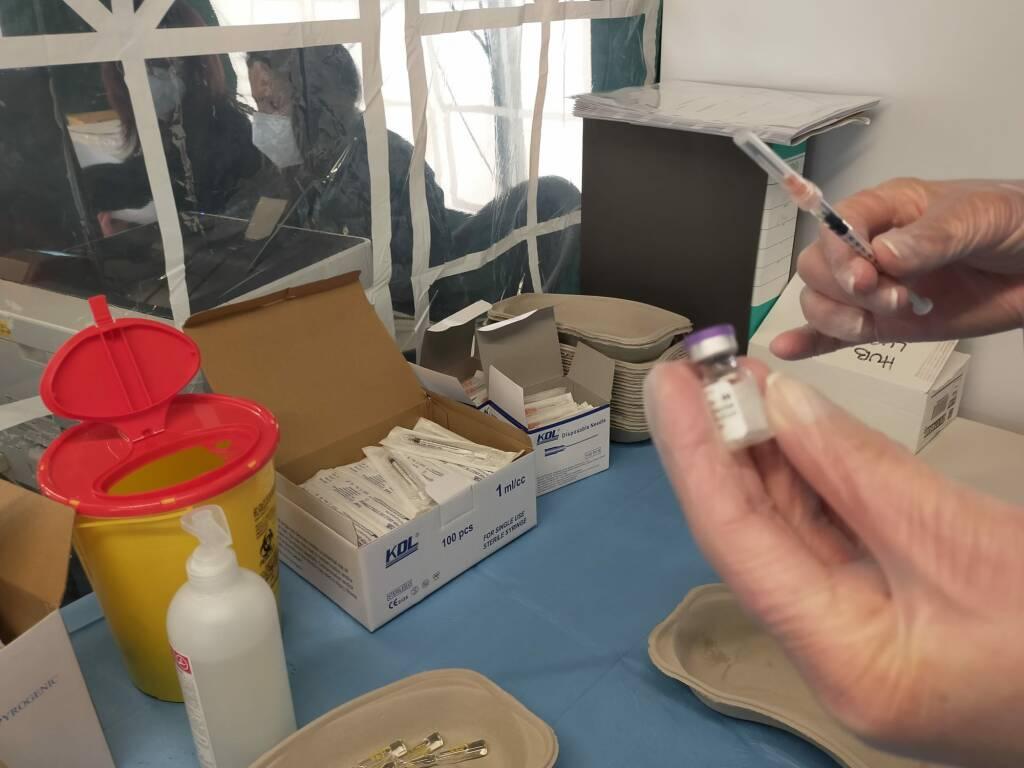 Secondo giorno vaccinazioni Lurate Caccivio over 80 bilancio
