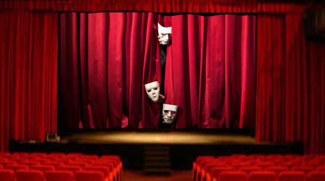teatri aperti/chiusi