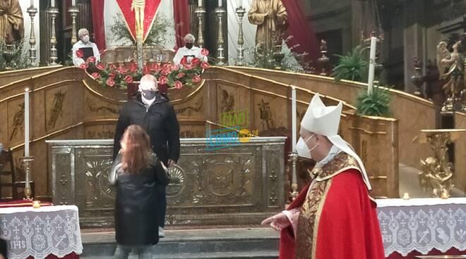 vescovo di como cantoni e santo crocifisso venerdì santo basilica crocifisso