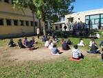 """A Lomazzo i bambini e le maestre celebrano la giornata della terra e il """"senza zaino day"""""""