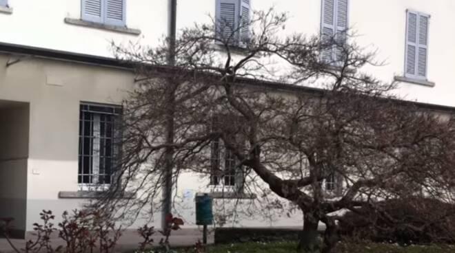Cortile casa santa maria provvidenza di loro cortile esterno per incontri