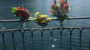 fiori ringhiera per ricordare tatiana ortelli morta nel lago via per cernobbio