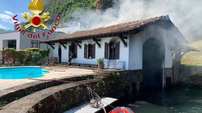 incendio darsena di menaggio fumo pompieri soccorsi