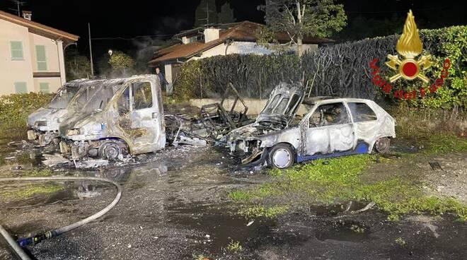 incendipo notte camper a lenno lago di como pompieri zona e mezzo danneggiato