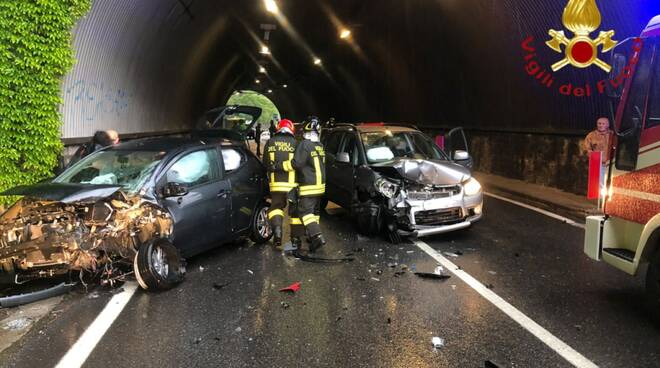 incidente galleria di cernobbio scontro auto soccorsi pompieri