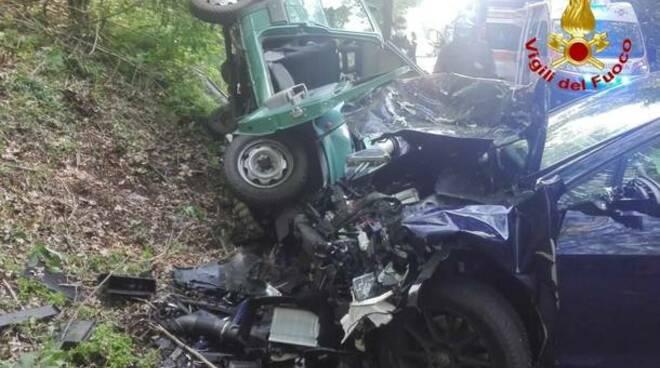 incidente malnate scontro auto morto comasco