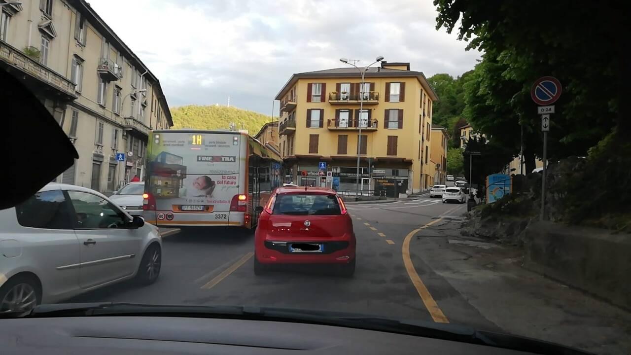 incidente napoleona traffico deviato via rimoldi