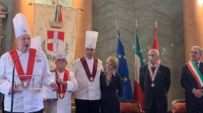 premiazione abbondino chessorti con sindaco landriscina e presidente veronelli