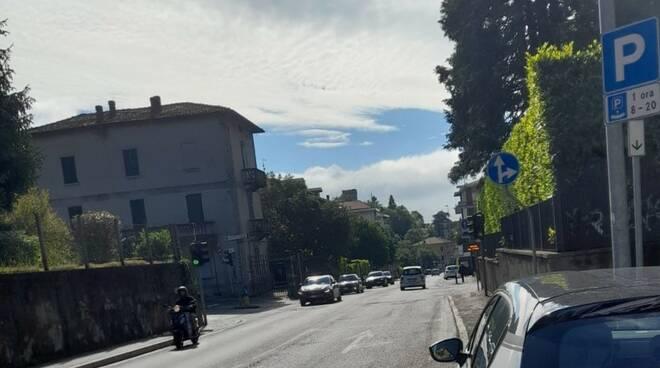 segnalazione residenti a CiaoComo per svolta in via Cardina da via Bellinzona