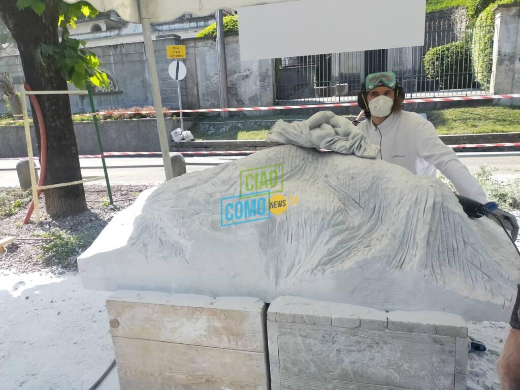 Simposio di scultura a Laglio, gli artisti presenti e le loro opere: una per Clooney