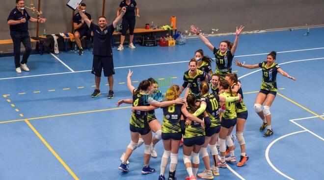 albesevolley promozione in serie A vittoria su lecco festeggiamenti campo e con sindaco