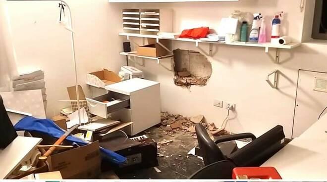 erba furto notturno sede noivoiloro svaligiata la cassaforte e rotto il muro