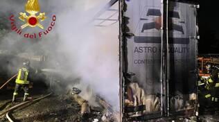 incendio azienda agricola mariano comense soccorsi e pompieri
