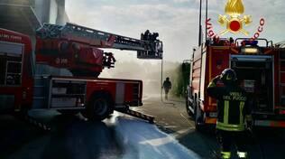 incendio silos ditta di mobili cantù intervento pompieri