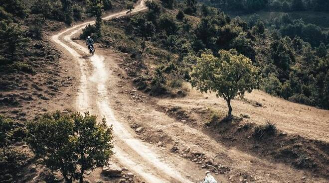 jacopo cerutti vince il rally di albania motociclismo motorally