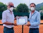 tennis como riconoscimento a paolo carobbio per lezioni a bimbi con autismo