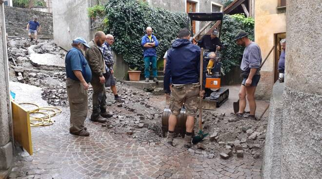 altri danni centro di schignano pavimentazione danneggiata e ruspe