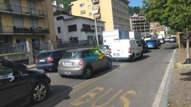 cantiere di via borgovico a como, vigili transenne traffico code