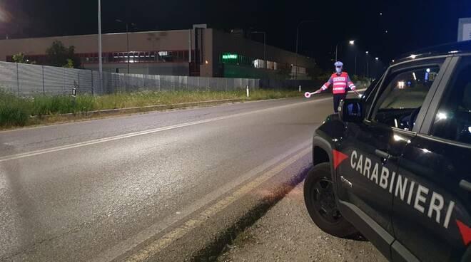 carabinieri erba generico posto di blocco serale