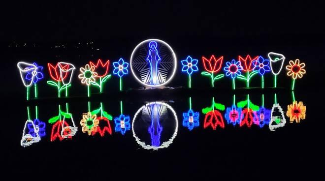 festa madonna della neve pusiano zattere illuminate sul lago