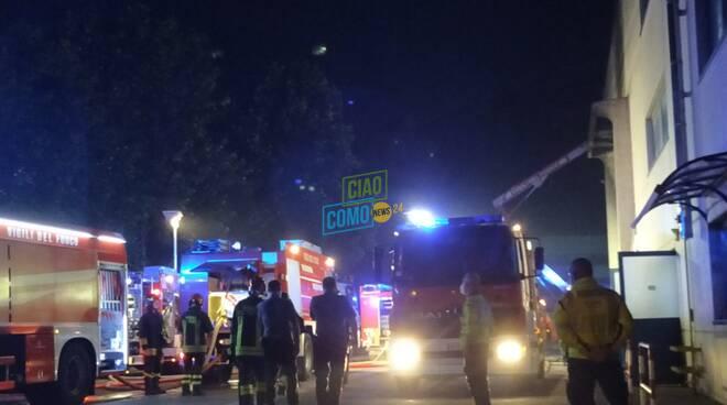 Incendio capannone di via Marconi Albese: grande spiegamento forze dell'ordine