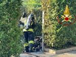 incendio rifiuti condominio di mariano comense pompieri in zona
