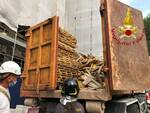 infortunio sul lavoro como via regina operaio cade dal cassone del camion