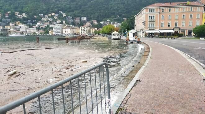 livello del lago di como in costante crescita dopo alluvione di questi giorni