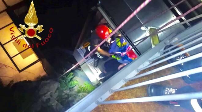 pompieri intervento pognana lario residence turisti bloccati ascensore notte
