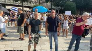 protesta a como contro vaccini e green pass manifestanti piazza cavour