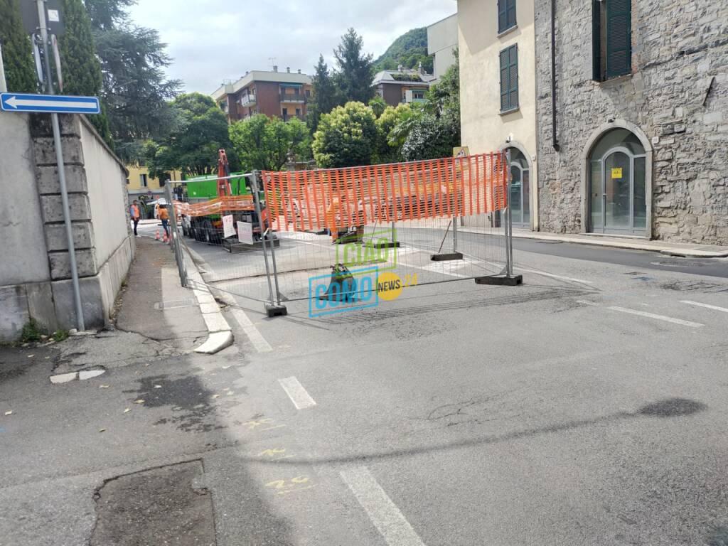 via borgovico como lavori da lunedì generica zona via borgovico due direzioni e cantiere ieri