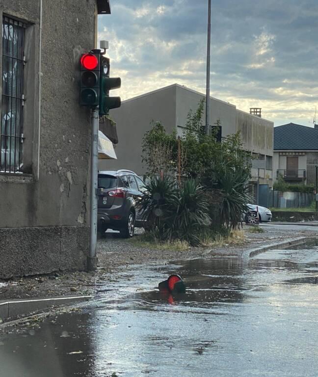 Violenta grandinata di questa sera sulle strade di Como: le foto dei lettori