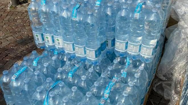 argegno fornitura di acqua per paese da parte di anonimo donatore piazza porto