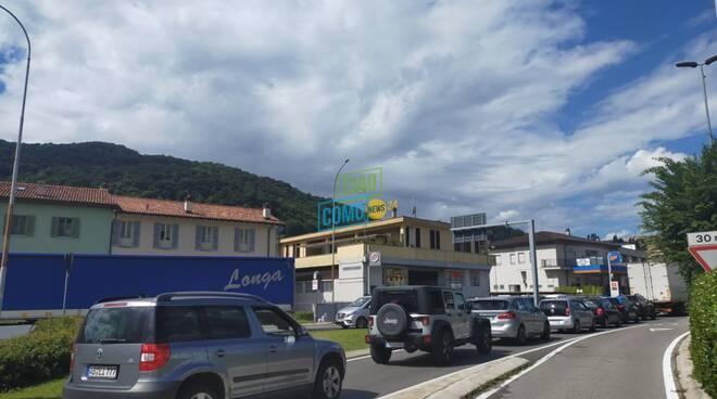 autostrada chiusa per lavori galleria, mezzi pesanti ed auto deviati caos a cernobbio via regina e tavernola