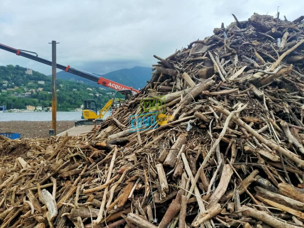 benna modificata oggi per raccogliere detriti lago di como immagini hangar benna e lavori