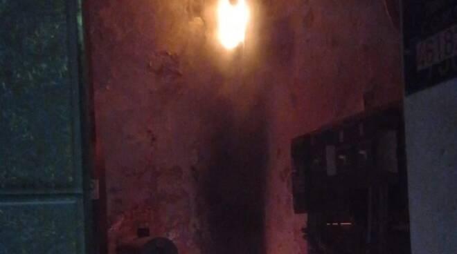 black out elettrico per incendio cabina stasera breccia e rebbio pompieri e incendio