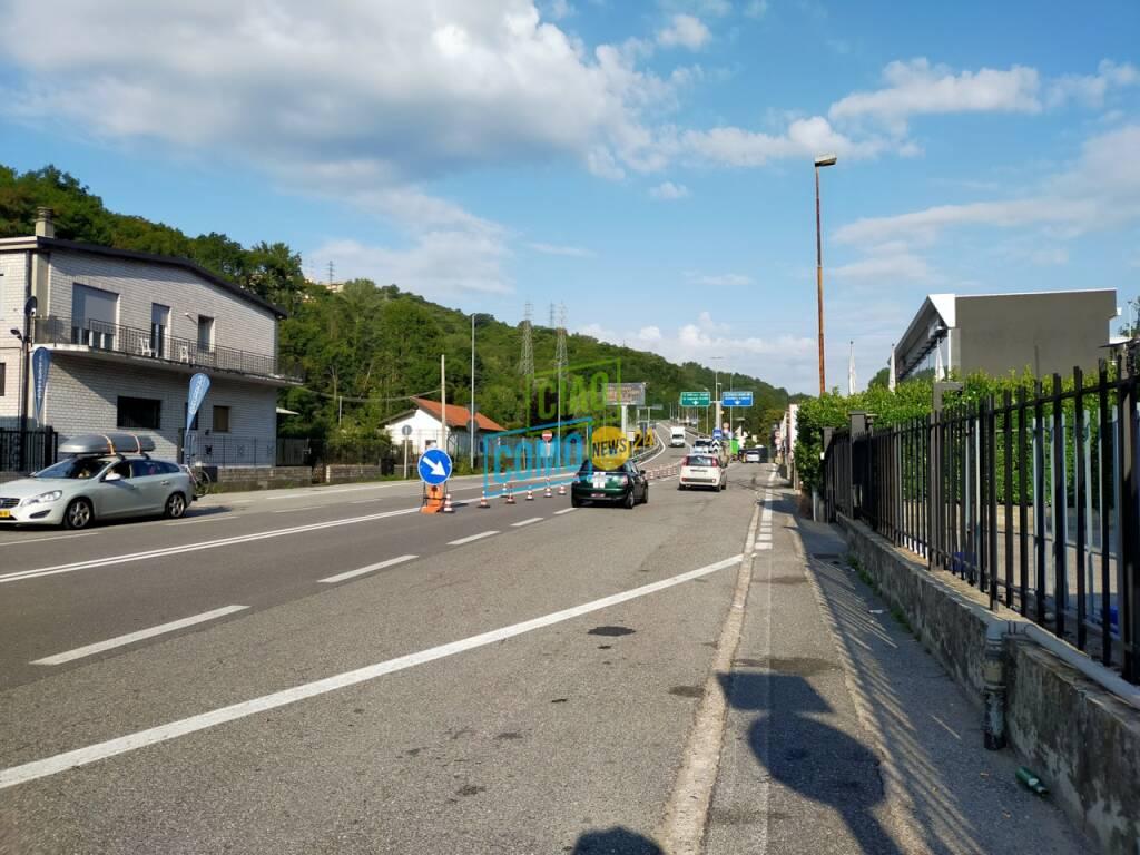 chiusura autostrada per mezzi pesanti oggi a Tavernola, immagini cartelli e zona ingresso autostrada