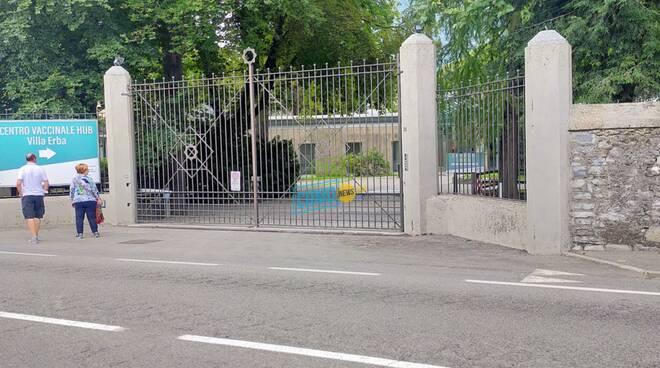 chiusura hub vaccinale villa erba di cernobbio cancello ingresso e padiglione negretti via napoleona