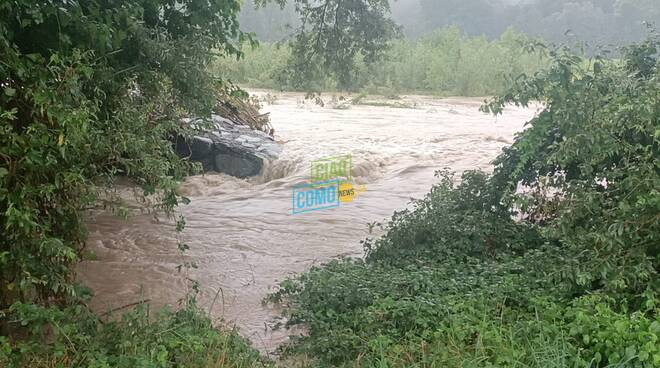 Esondazione del Faloppia a Ronago, l'acqua travolge ogni cosa