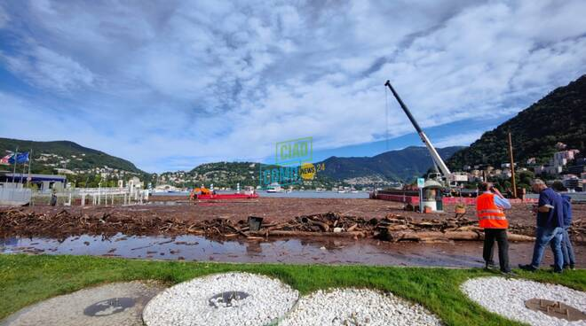 esondazione lago agosto 21 la situazione acqua e detriti in piazza cavour