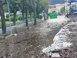 esondazione lago di como agosto 2021, detriti ed acqua sulla strada
