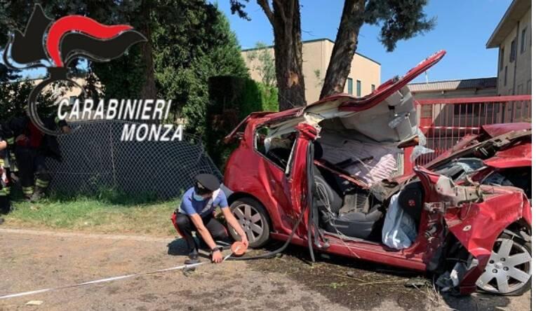incidente mortale misinto auto esce di strada conducente muore