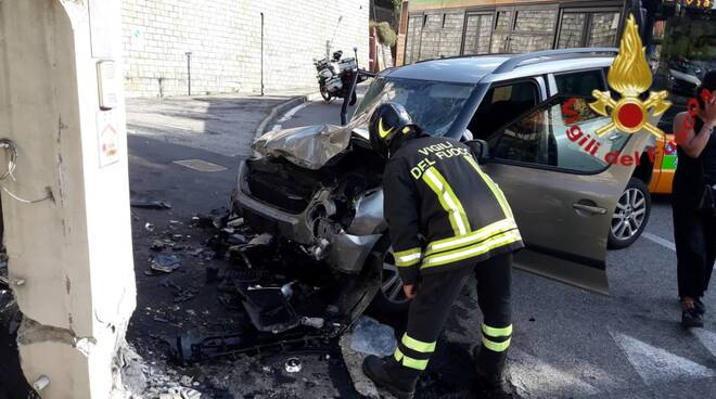 incidente tra auto via madruzza como pompieri e polizia locale rilievi soccorsi