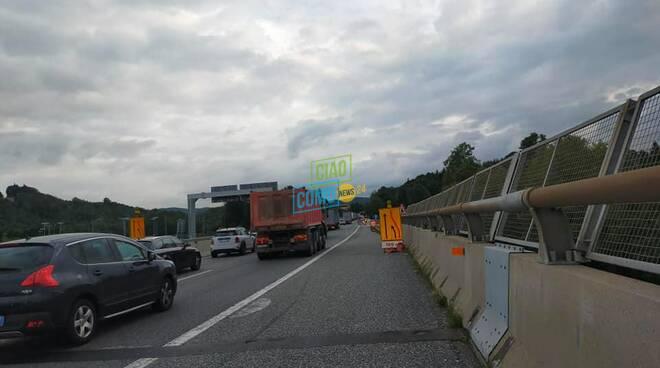 lavori sulla a9 verso la svizzera carreggiata ridotta per cantiere