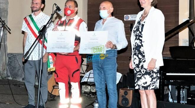 mauro mascetti e giovanni lo dato cittadini onorari di varenna per salvataggio ragazzi bus fiamme