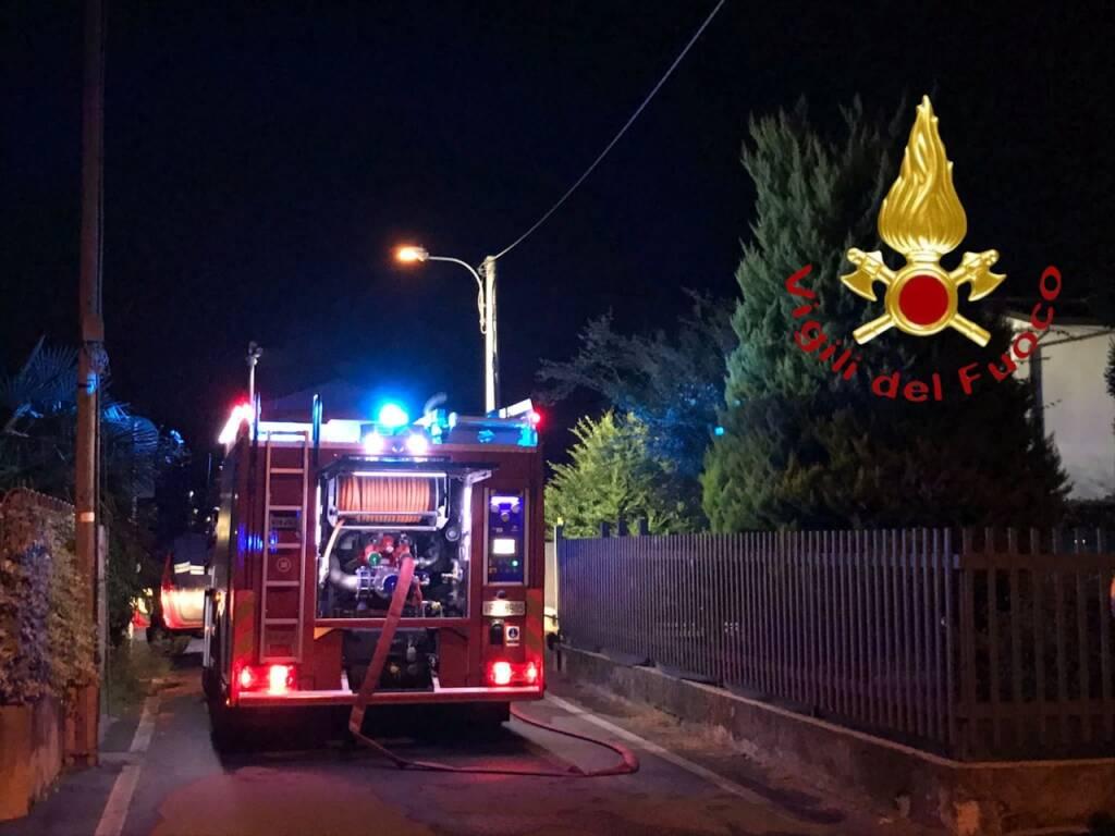 pompieri in rsa grandate incendio cucina e box novedrate deposito attrezzi