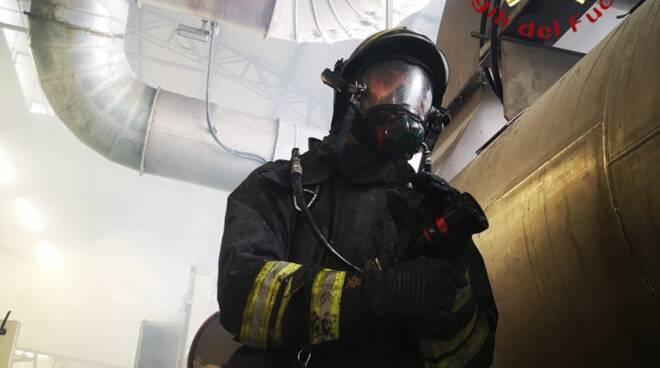 principio incendio azienda tessile di via pannilani a como intervento pompieri