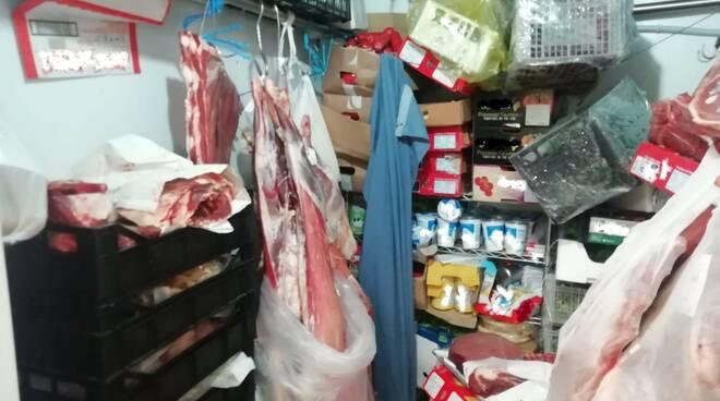 sequestro finanza alimenti cattivo stato di conservazione via milano como negozio etnico